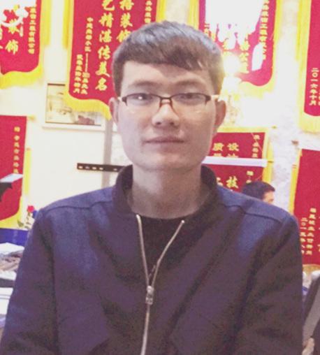 高级设计师陈龙